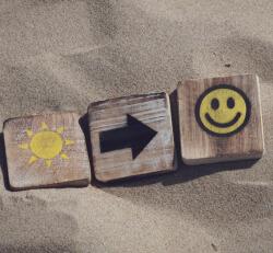沙滩快乐木头微信朋友圈背景